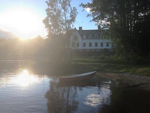 Båt i kvällssol
